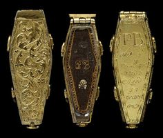 Beautiful coffin pendant with woven hair inside, England, 1703 (source).