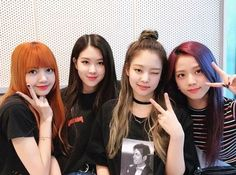 Image discovered by Find images and videos about kpop, rose and blackpink on We Heart It - the app to get lost in what you love. Kim Jennie, Yg Entertainment, Kpop Girl Groups, Kpop Girls, K Pop, Divas, Hair Color Pink, Hair Colors, Portraits