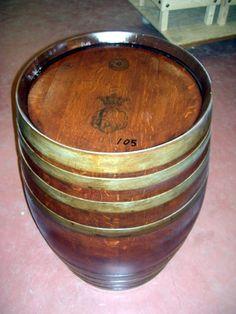 Barrique usata da 225 litri trattata con protezione al mordente.    Used barrique, 225 lt, with painting protection.    Tel.+39 0547 310171