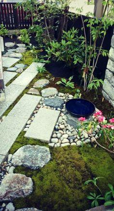 Anese Gardens Pavers Add Texture Londongarden Gardendesign Earthdesigns Esgardendesign Paving Patio Moss