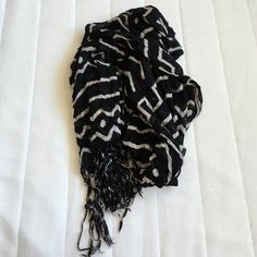 Urban Outfitters Black and White Aztec Print Scarf Really cute and soft. Scrunched look. Chic pairing with any outfit. Urban Outfitters Accessories Scarves & Wraps