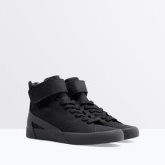 Zara - Black High-tops with Velcro Sneakers Mode, Sneakers For Sale, Sneakers Fashion, High Top Sneakers, Zara Shoes, Men's Shoes, Shoe Boots, Shoes Sneakers, Designer Shoes
