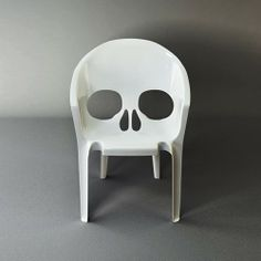 Skull chair...ok...wierd! Be cool at a Chriroprators Office... LOL