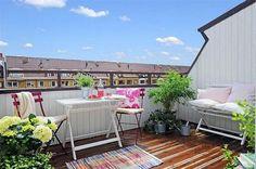 Balcony-Apartment-Decor-Design-with-Bright-Color-Scheme.jpg 600×399 pixels