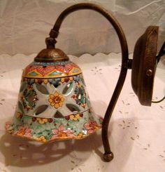 Applique-Lume campanella in ceramica con braccio in metallo anticato., by…