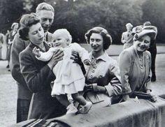 (From left) King George VI, Princess Elizabeth, Princess Anne, Prince Margaret and Queen Elizabeth - REX Shutterstock