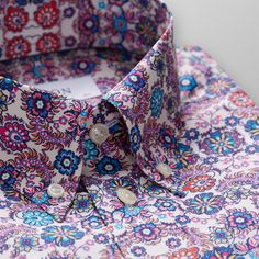 Add a playful twist to your wardrobe with this vibrant floral print shirt. The bold print and timeless details make this style ideal for modern office wear or a night out outfit. African Fashion, Men's Fashion, Mens Designer Shirts, Cute Love Images, Floral Print Shirt, Stylish Shirts, Dapper Men, Men's Suits, Men Shirt