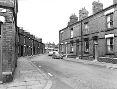 Black and white photograph showing Hamer Street, St.Helens, - * Tray - the other end of the street to . MCL - Clare Collection 3 - Black and white photographs and drawings of St. St Helens Town, Saint Helens, Old Pictures, Old Photos, Industrial Architecture, Old Town, Old Things, England, Urban