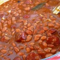 Feijao Com Linguiça (portuguese Beans With Linguica) Recipe - just like the ones I made at deli in Hanford, except we cooked the beans from dry, didn't use canned beans. Add fried bacon ends/pieces. Portuguese Beans Recipe, Portuguese Recipes, Portuguese Food, Portuguese Bean Soup, Portuguese Sausage, Portuguese Culture, Bean Recipes, Side Dish Recipes, Meat Recipes