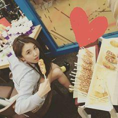 Chaeyoung Food Eat Delicious Selca Twice Once Bias Twicetagram JYP entertainment Beautiful Cute Linda Adorable 2016