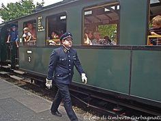 ... personale di stazione e viaggiante nelle caratteristiche ottocentesche divise dell'antica ferrovia Bruchhausen-Vilsen (ora Museumbahn) - Bruchhausen (D) - 29 giu 2008 - © Umberto Garbagnati -