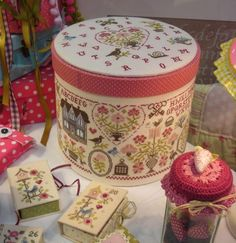 I have this pattern from Jardin Prive. Love this idea for the box. hmmmm