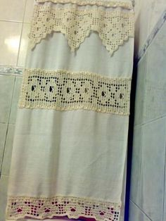 Risultati immagini per cortinas lienzo y crochet Ideas Hogar, Linens And Lace, Crochet Home, Window Treatments, Valance Curtains, Diy And Crafts, Weaving, Shabby Chic, Home Decor