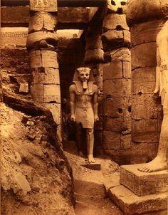 Statue de Ramsès II à Louxor en 1880