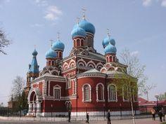 Una de sus principales ciudades es Borisov, situada a una hora en coche al noreste de Minsk, la capital de Bielorrusia. Se llega muy fácilmente ya que está conectada con las principales carreteras y cuenta con una estación de ferrocarril. Fundada a comienzos del siglo XII, lleva el nombre de su fundador, Boris Vseslavich, príncipe de Polotsk.