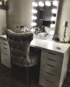 This elegant white and silver #ImpressionsVanityGlowXL #slaaaystation from @reyna_alissa is definitely fit for a queen! #royalty On another note white Glow XLs are back in stock! Featured: Impressions Vanity Hollywood Glow XL in White with LED Bulbs #repost @reyna_alissa: My Christmas gift from my husband is finally complete. He was tired of seeing me get ready on the floor and I can't complain with his resolution…