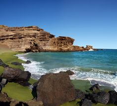 Papakōlea Beach (also known as Green Sand Beach or Mahana Beach),the Big Island, Hawaii.
