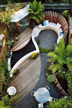 Easy Budget-Friendly Ideas To Make A Dream Patio Cozy backyard, clever tricks for small space gardens - the-small-garden-small-backyardCozy backyard, clever tricks for small space gardens - the-small-garden-small-backyard Small Space Gardening, Small Garden Design, Small Gardens, Outdoor Gardens, Patio Design, Terrace Design, Garden Ideas For Small Spaces, Circular Garden Design, Rooftop Design