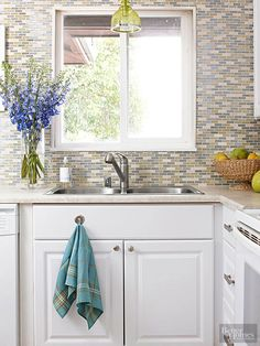 Let these ideas guide you to create a beautiful kitchen on a budget. Don't sacrifice style -- plan ahead and make smart choices when choosing where to splurge and save.