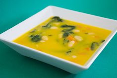 This Portuguese vegetable soup with white beans and spinach (sopa de legumes com feijão branco e espinafres) is healthy and delicious. Portuguese Soup, Portuguese Recipes, Kale Soup Recipes, Spinach Recipes, Healthy Soup, Healthy Recipes, Healthy Tips, Healthy Snacks, Spinach Soup