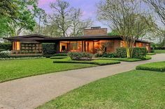This home was designed by prolific Houston architects Lucian T. Hood and Phillip G. Willard, who built a number of homes in the late '40s and early '50s.