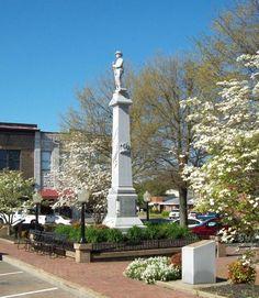 Mount Pleasant, TN : Mt. Pleaant Square in spring