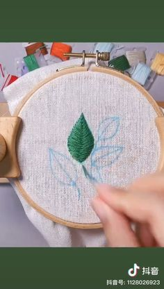 Hand Embroidery Patterns Flowers, Hand Embroidery Videos, Embroidery Stitches Tutorial, Embroidery Flowers Pattern, Learn Embroidery, Embroidery Techniques, Hand Embroidery Designs, Beginner Embroidery, Hand Work Embroidery