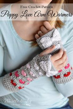 FREE Crochet Pattern: Puppy Love Arm Warmers | These beautiful and cozy crochet arm warmers feature a pretty heart pattern with ombre coloring!