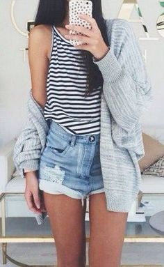 Stripes and denim shorts. Coachella simple inspiratio. Grey cardigan. Summer outfit.