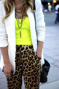 Neon, leopard pants and white blazer Leopard Outfits, Neon Outfits, Animal Print Outfits, Animal Print Fashion, Casual Outfits, Fashion Outfits, Fashion News, Ropa Color Neon, Neon Yellow Tops