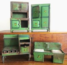 EARLY 1920'S MINIATURE TIN KITCHEN PIECES I have a set of these only they are far less rusty! Good to know how old they are!