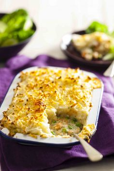 Salmon pie with mash topping Heart Healthy Recipes, Veg Recipes, Salmon Recipes, Seafood Recipes, Healthy Heart, Savoury Recipes, Health Recipes, Dinner Recipes, Plaice Recipes