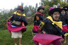 Danza campesina después del resembrado de la papa en el anexo La Breña (Pucará, Junín).