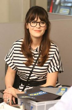 55 New Ideas Hair Bangs Glasses Zooey Deschanel Zooey Deschanel Glasses, Zooey Deschanel Style, Fringe Hairstyles, Hairstyles With Bangs, Pretty Hairstyles, Haircuts, Bangs And Glasses, Hairstyles With Glasses, Glasses Style