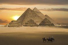 die Pyramiden von Gizeh (c) windrose