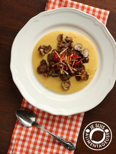Polenta with Caramelized Mushrooms | alimenageuse.com - A wonderfully vegan, filling and delicious dinner