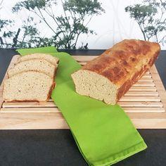 Ich habe mal wieder eine neue Zutatenkombination für ein Brot ausprobiert. Herausgekommen ist ein leckeres helles Brot, das ich nur sehr empfehlen kann.