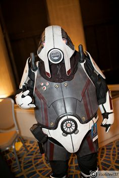 Volus!  Show 'em how we roll!  Mass Effect cosplay