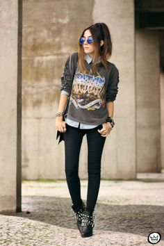Funky grey sleeves and skinny pants. grunge outfits for teenage girls Rock Style, Style Me, Rock Chic, Rock Outfits, Casual Outfits, Fashion Outfits, Fashion Fashion, Fashion Ideas, Vintage Fashion