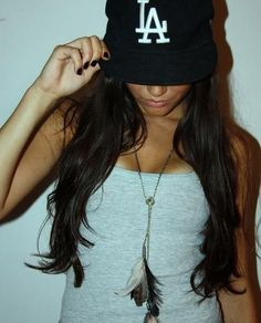 Wondering how to wear baseball caps in a creative and stylish way? Check out our fab style tips and ideas! Girl Fashion, Fashion Outfits, Pretty Girl Swag, New Era Hats, Stylish Hats, Hip Hop, Girl With Hat, Swagg, Dress To Impress