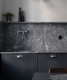 Kitchen Themes, Kitchen Sets, New Kitchen, Kitchen Decor, Kitchen Grey, Awesome Kitchen, Countertop Concrete, Countertops, Diy Kitchen Cabinets