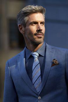 image Sharp Dressed Man, Well Dressed Men, Men With Grey Hair, Beautiful Men Faces, Tuxedo For Men, Dapper Men, Older Men, Suit And Tie, Beard Styles