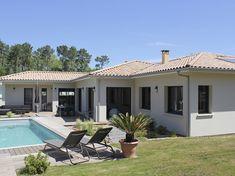Une  belle villa IGC aux lignes épurées : grand jardin avec piscine