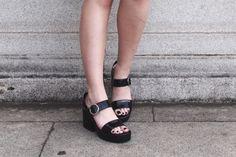 essa sandália da zara é bem esquesita mas é muito confortável