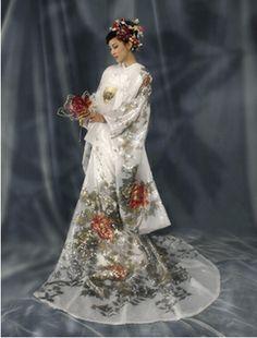 Yumi Katsura wedding kimono