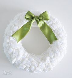 Add some snow white color to your home. Make foam-pellet wreath. Tutorial is in Lithuanian language. Diy Halloween Decorations, Halloween Crafts, Holiday Crafts, Christmas Decorations, Holiday Decor, Cheap Wreaths, How To Make Wreaths, Diy Home Crafts, Crafts For Kids