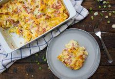 Sonkás-hagymás-tojásos rakott tészta   NOSALTY What To Cook, Frittata, Hawaiian Pizza, Real Food Recipes, Feta, Cauliflower, Mashed Potatoes, Macaroni And Cheese, Baking
