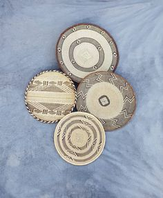 Beautiful set of 4 Binga baskets. Set of wall baskets for African/ Bohemian Wall Decor May 03 2020 at African Interior, African Home Decor, Above Bed Decor, Bohemian Wall Decor, Woven Wall Hanging, Baskets On Wall, Classic Style, Living Room Decor, Art Pieces