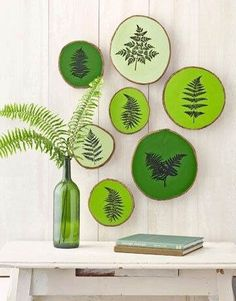 No directions, but easy enough to DIY- ferns printed onto painted wood slices Wood Slice Crafts, Wood Crafts, Diy Crafts, Tree Slices, Wood Slices, Blue Velvet Chairs, Deco Champetre, Deco Boheme, Deco Originale