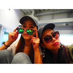 【yukarichaaaaan】さんのInstagramをピンしています。 《👩🏽💗👩🏾💗👩🏿💗 いってきまっしゅ♡ #trip#travel#airplane#sunglasses#cup #friend#local#love#bff#girl#summer#sunny  #旅行#女旅#3回目#南国#国内#海#地元#独身旅行#関空 いろんな人に物なくすなよって見送られたのに、 空港で女の子にサングラスおちてますよって拾ってもらった。(笑) 飛行機乗った瞬間お互いイヤホンして 他人のふり、、、 2時間後にわ〜〜〜💗💗💗#大地》